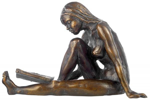 """Birgit Stauch: Skulptur """"Die Lesende"""", Metallguss"""